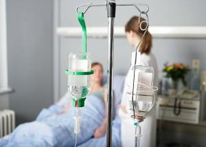 На фото - очистка крови от алкоголя в больничных условиях, narkodetox.ru