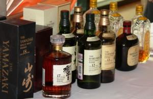 На фото - японский виски Suntory, vinela.ru