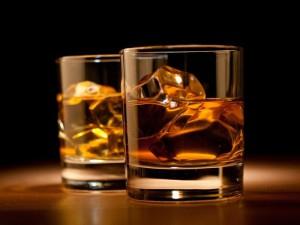 На фото - как пить бурбон, lifeglobe.net