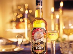 На фото - скандинавский алкогольный напиток аквавит, skanetravel.com