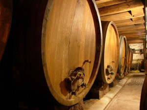 beloe suhoe gruzinskoe vino 2 300x225 - Белое сухое грузинское вино – напиток с тысячелетней историей