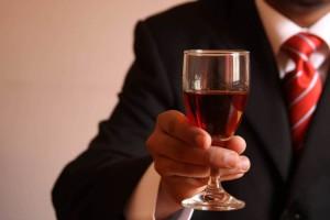 С чем пьют красное вино – общепринятый этикет