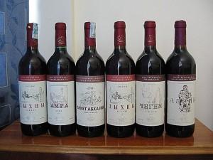На фото - разновидности полусухого вина, zolotayrybka.ru
