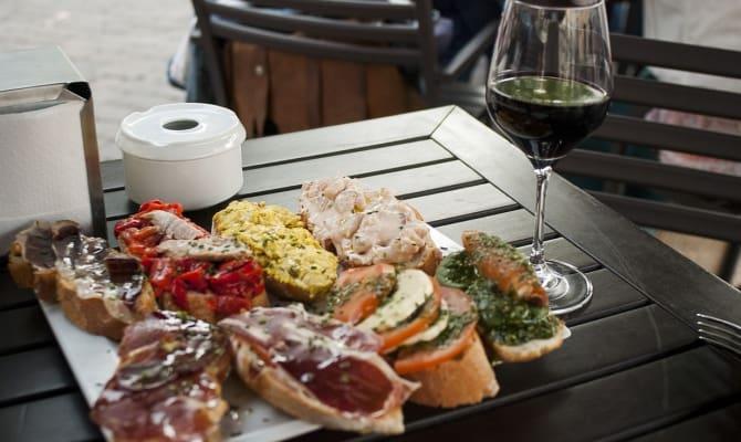 Правильно подобранные блюда для употребления вина