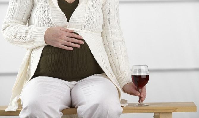 Опасность потребления вина беременным
