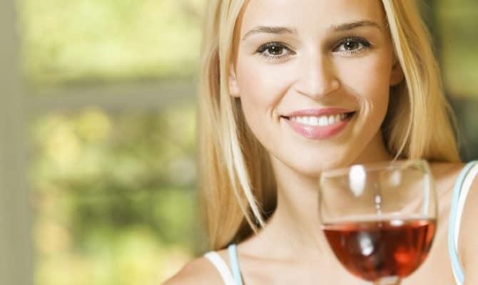 Чем полезно вино женщинам?