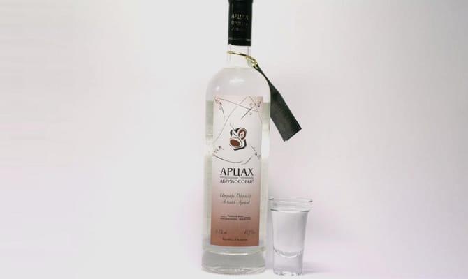 Армянская водка – долгожданный гость на нашем столе