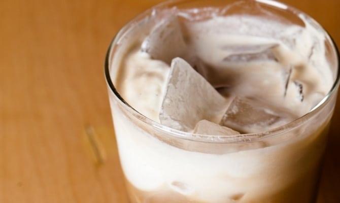 Как приготовить белый русский коктейль?
