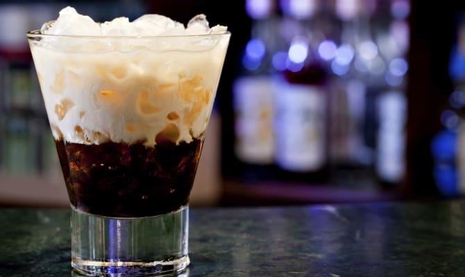 Назад к традициям: черный русский коктейль