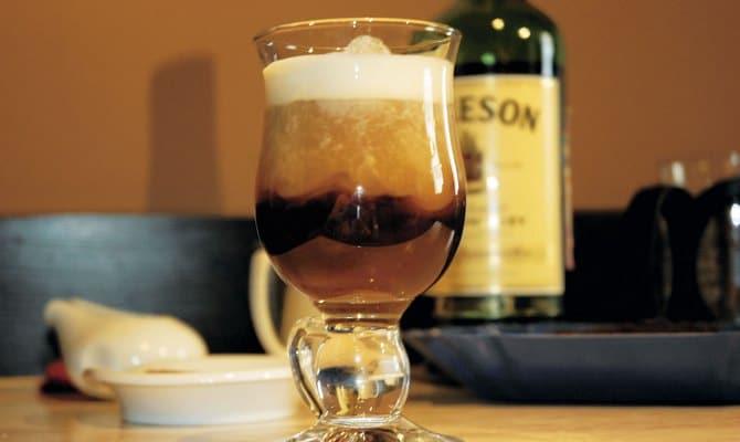 Коктейль с водкой, кофе и колой