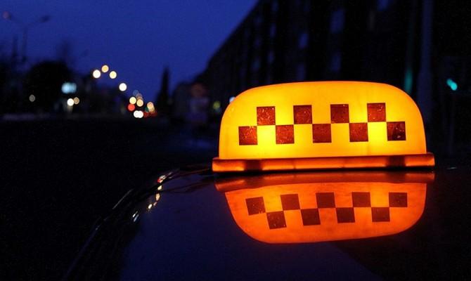 Приобретение спиртного ночью у таксистов