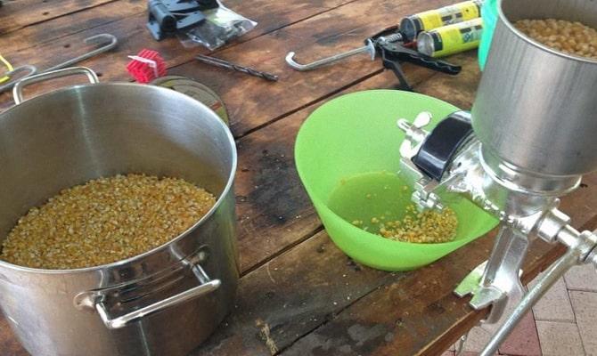 Хлебный самогон с кукурузой