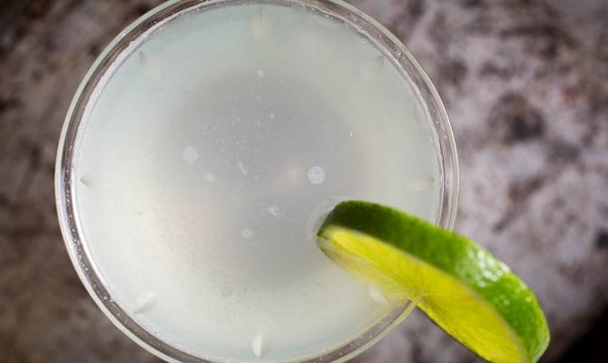 Составляем алкогольные коктейли – немного спиртного и много фантазии