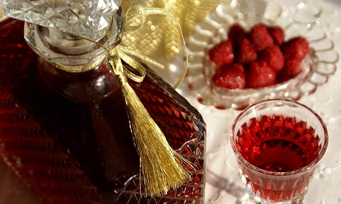 Вкусная малиновая настойка в домашних условиях: рецепты приготовления