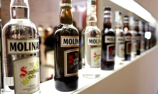 Десертный напиток: самбука Молинари