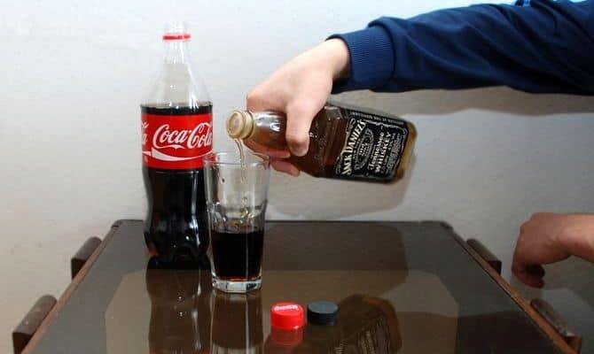 dzhek deniels kak pit 4 - Как правильно пить виски Джек Дэниэлс