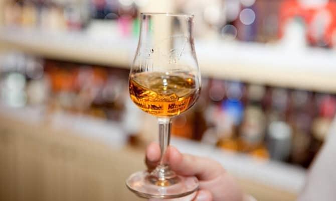 Как советуют правильно пить ром и коктейли с ним?