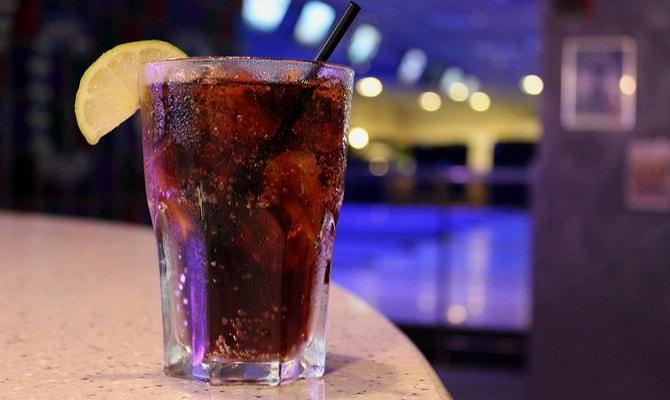 Приготовление коктейля «Ром Кола»: выбор ингредиентов