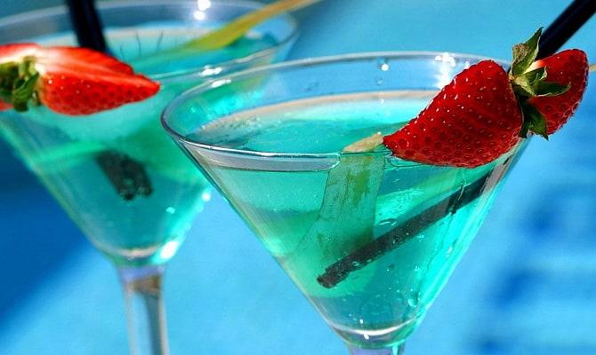Популярные голубые напитки