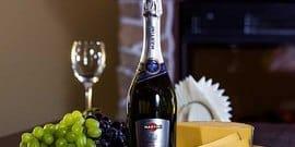 Как производится игристое вино брют?