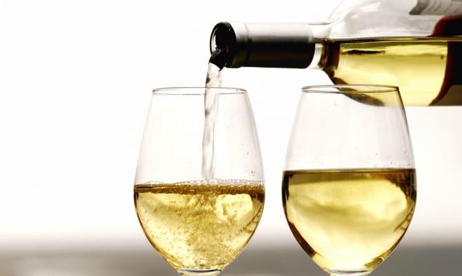 Тонкости выбора белого сухого вина