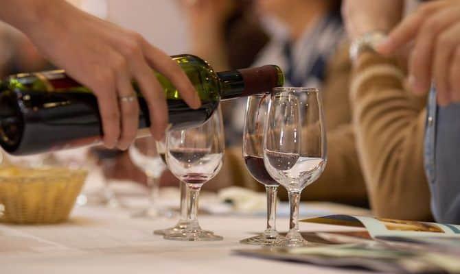 Правила подачи алкогольного напитка