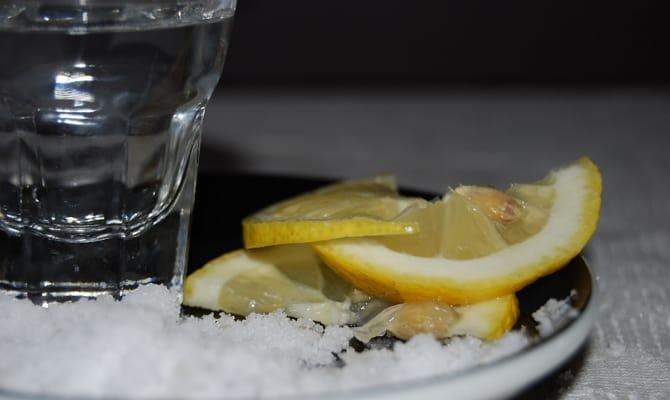 Применение водки с солью
