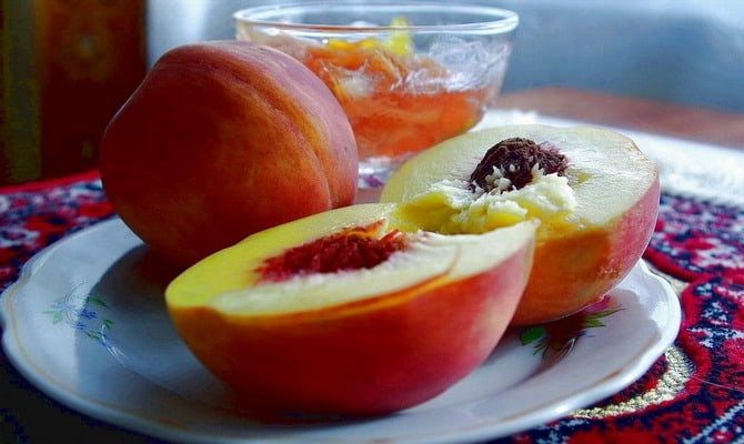 Рецепт персикового ликера с горчинкой