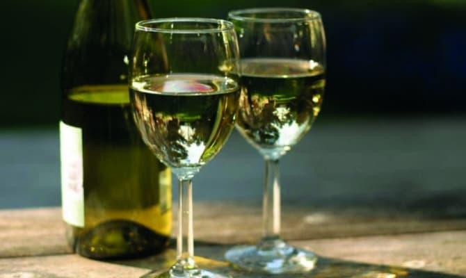 Наиболее популярные сорта сухого вина, произведенные из белого винограда