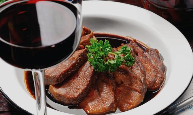 С чем употреблять сухое красное вино?
