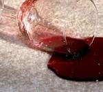 Как вывести пятно от красного вина: простые способы