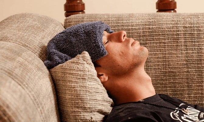 Болит голова с похмелья – в чем причины тревожных симптомов и как их устранить?