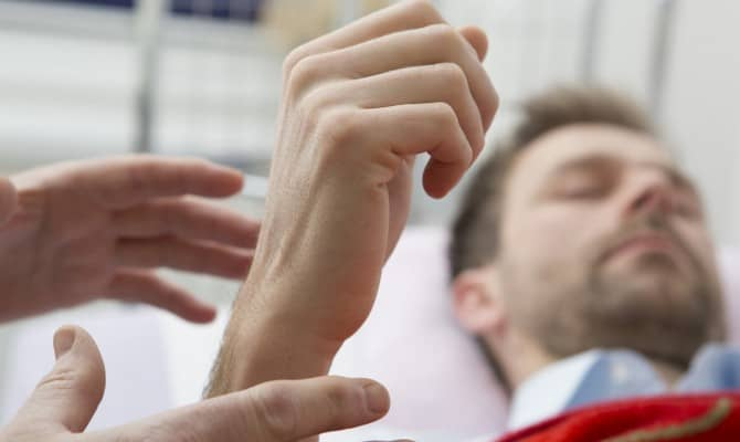 Современные методики лечения – за какие ниточки дергают врачи?