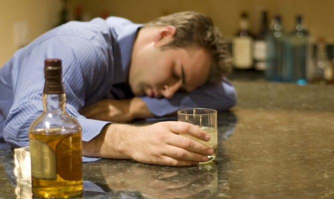 Длительный прием спиртного – самый опасный тип алкоголизма