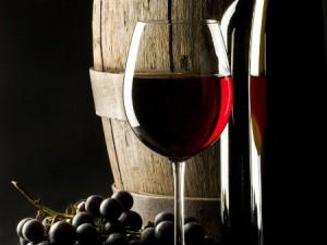 Фото употребления бокала вина для снятия стресса в начале беременности, rusinform.ru