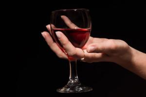 На фото - умеренное употребление алкоголя в начале беременности, deti.mail.ru