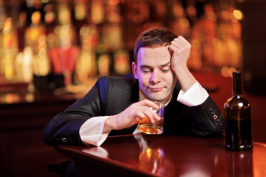 На фото - влияние алкоголя на организм, shkolazhizni.ru