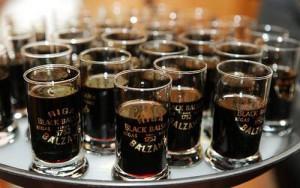 На фото - как пить рижский черный бальзам, imkoteyka.ru