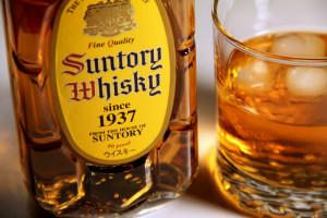 На фото - японский виски Suntory Kakubin, winetime.com.ua