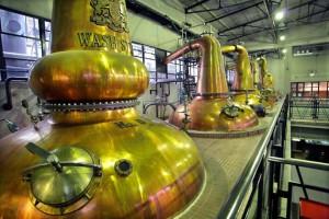 На фото - перегонка виски, caribies.narod.ru