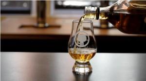На фото - бокал виски, prowhisky.com