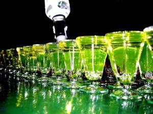 Как абсент из лекарства превратился в популярное спиртное?