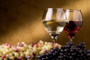 На фото - польза алкоголя, winery.com.ua