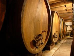 Фото производства белого сухого грузинского вина, arrivo.ru