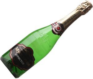 На фото - российское мускатное игристое вино, sevastopol-winery.com