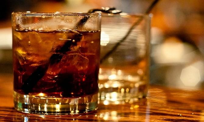 На фото - коктейль виски с колой