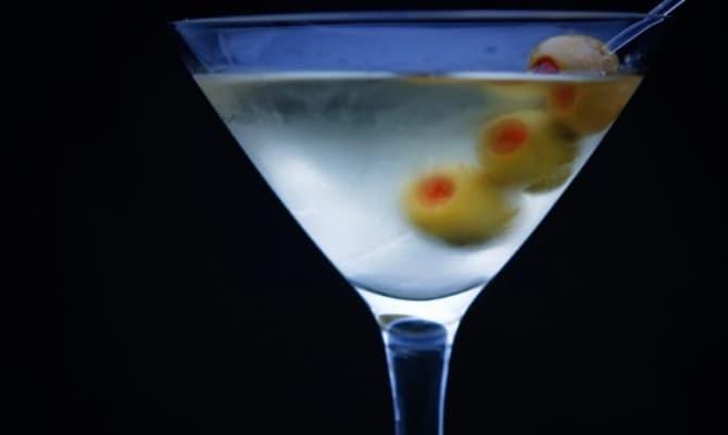 Коктейль «Мартини» – один из самых известных коктейлей в мире