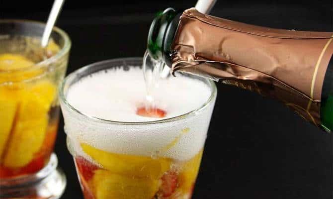 Приготовление коктейля Северное сияние