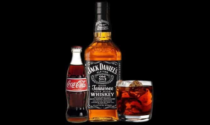 Виски со льдом и колой