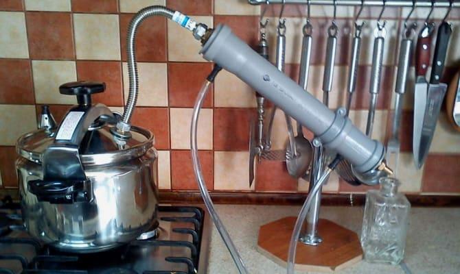 Работа мини-системы по производству домашнего спиртного